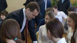 Thủ tướng Nga Dmitry Medvedev bất ngờ tới thăm bán đảo Crimea
