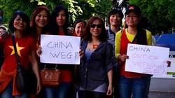 Tuần hành tại Zurich yêu cầu Trung Quốc tuân thủ luật quốc tế