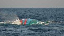 Cận cảnh tàu cá bị tàu Trung Quốc đâm chìm được lai dắt về Lý Sơn