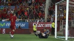 Torres, Iniesta, Sturridge nổ súng, Tây Ban Nha và Anh thắng dễ
