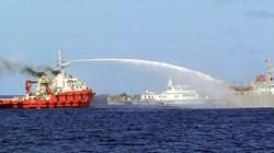 Tàu Kiểm ngư Việt Nam chạy ngược gió, vòi rồng Trung Quốc bất lực