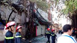 Hà Nội: Cột điện phát hỏa dữ dội, nhà dân hư hỏng