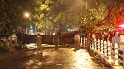 Hà Nội hoang tàn sau mưa giông lớn, một người thiệt mạng