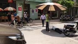 Che ô cho người gặp nạn bất tỉnh giữa đường nắng nóng