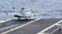 Hy hữu: Hạ cánh trong đêm, chiến đấu cơ Mỹ lao xuống biển