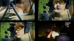 """Phát sốt với cảnh người đẹp Nga thử súng """"hàng khủng"""""""