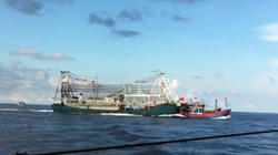 Tàu Trung Quốc lại hung hăng đâm thẳng vào tàu Kiểm ngư Việt Nam