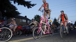 Chùm ảnh: Hàng nghìn người khỏa thân đạp xe ở Mỹ