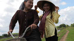 Khánh Bình, chàng trai hát giọng nam - nữ: Bán phở hay ca hát đều là nghề quý