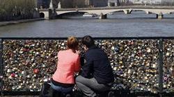 700.000 ổ khóa tình yêu nguy cơ làm sập cầu
