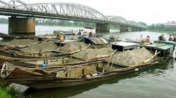 """Thừa Thiên - Huế: 5 thuyền """"rút ruột"""" sông Hương"""