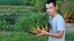 Họa sĩ Bùi Công Khánh đi làm nông dân