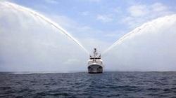 Cận cảnh uy lực vòi rồng của tàu kiểm ngư hiện đại nhất Việt Nam