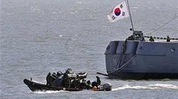 Hàn Quốc giải cứu 5 ngư dân Triều Tiên bị chìm thuyền