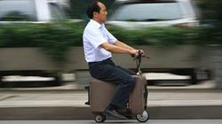Lão nông sáng chế ra xe... vali, chở được tới 2 người