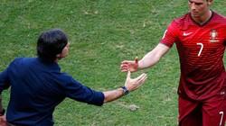 Clip pha chia buồn mất vệ sinh của HLV Đức với Ronaldo