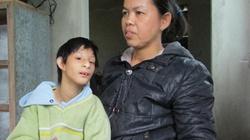 Thương tâm bé trai 12 tuổi nặng chưa tới 8kg ở Huế