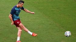 """Tiết lộ gây sốc về kiểu tóc """"siêu dị"""" của Ronaldo"""