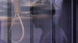 Con trai phát hiện bố chết trong tư thế treo cổ tại phòng trọ
