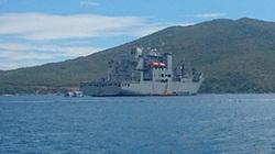 Siêu tàu vận tải Mỹ vào vịnh Nha Trang bảo dưỡng