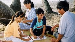 """Nhân ngày Gia đình Việt Nam bàn về gia đình hiện đại: Cái """"tôi"""" to hơn tình máu mủ"""
