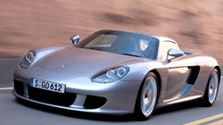 """Cảnh sát đền """"núi tiền"""" vì húc đuôi siêu xe Porsche Carrera GT"""