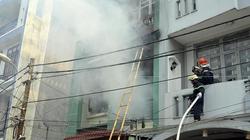 Cháy nổ lớn tại căn nhà 4 tầng, cụ bà 72 tuổi thoát nạn