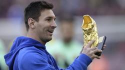 ẢNH CHẾ: Messi giỏi moi tiền, tuyệt chiêu ôm cột phòng ngự