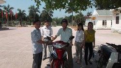 Thủ lĩnh nông dân được xã viên góp tiền tặng xe máy