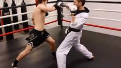 Video: Võ sỹ kick boxing hạ gục cao thủ karate