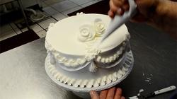 Clip: Trang trí bánh cưới cực đẹp chỉ trong 4 phút