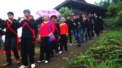 Độc đáo phong tục đón dâu trong lễ cưới ở Tả Van