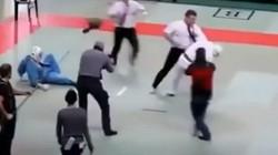 Clip: Trọng tài nổi điên hạ knock-out cả 2 võ sỹ