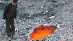 """TQ: Sững sờ phát hiện """"cổng địa ngục"""" gần công trường xây dựng"""