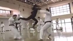 Clip: Thiếu nữ xinh đẹp hạ gục hàng chục võ sỹ karate
