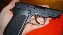 Phó tổng giám đốc ngân hàng gí súng đe dọa nữ tài xế taxi
