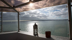 Bên trong khách sạn siêu đẹp trên pháo đài giữa đại dương