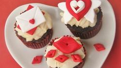 Clip: Làm bánh cupcake hình trái tim cực dễ dàng
