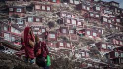 Ngôi làng tuyệt đẹp của 40.000 nhà sư ở Trung Quốc