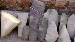 Quảng Bình: Đang đào ao bỗng phát hiện bộ đàn đá cổ