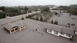 Chùm ảnh: Tro bụi núi lửa nhấn chìm các thành phố Chile