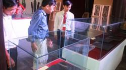 Trưng bày sách đồng và mộc bản thời Nguyễn