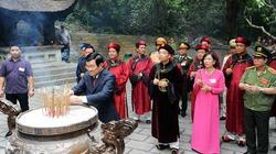 Chủ tịch nước dâng hương tưởng nhớ các vị Vua Hùng