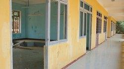 Trường xây ì ạch, hàng trăm học sinh học... tạm bợ
