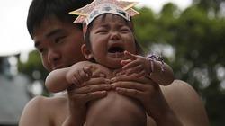 Độc đáo cuộc thi Sumo chọc trẻ con khóc thét ở Nhật