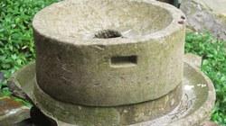 Chiếc cối xay bằng đá ngày xưa!