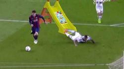 Ảnh chế Boateng bị Messi lừa bóng ngã chổng vó