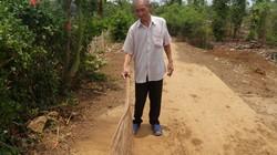 """Lão nông 80 tuổi """"cắm"""" sổ đỏ làm đường bê tông"""