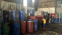 Gần 400 thùng phuy mỡ không rõ nguồn gốc