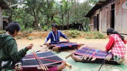 Độc đáo nghề dệt thổ cẩm của đồng bào Cơ Tu